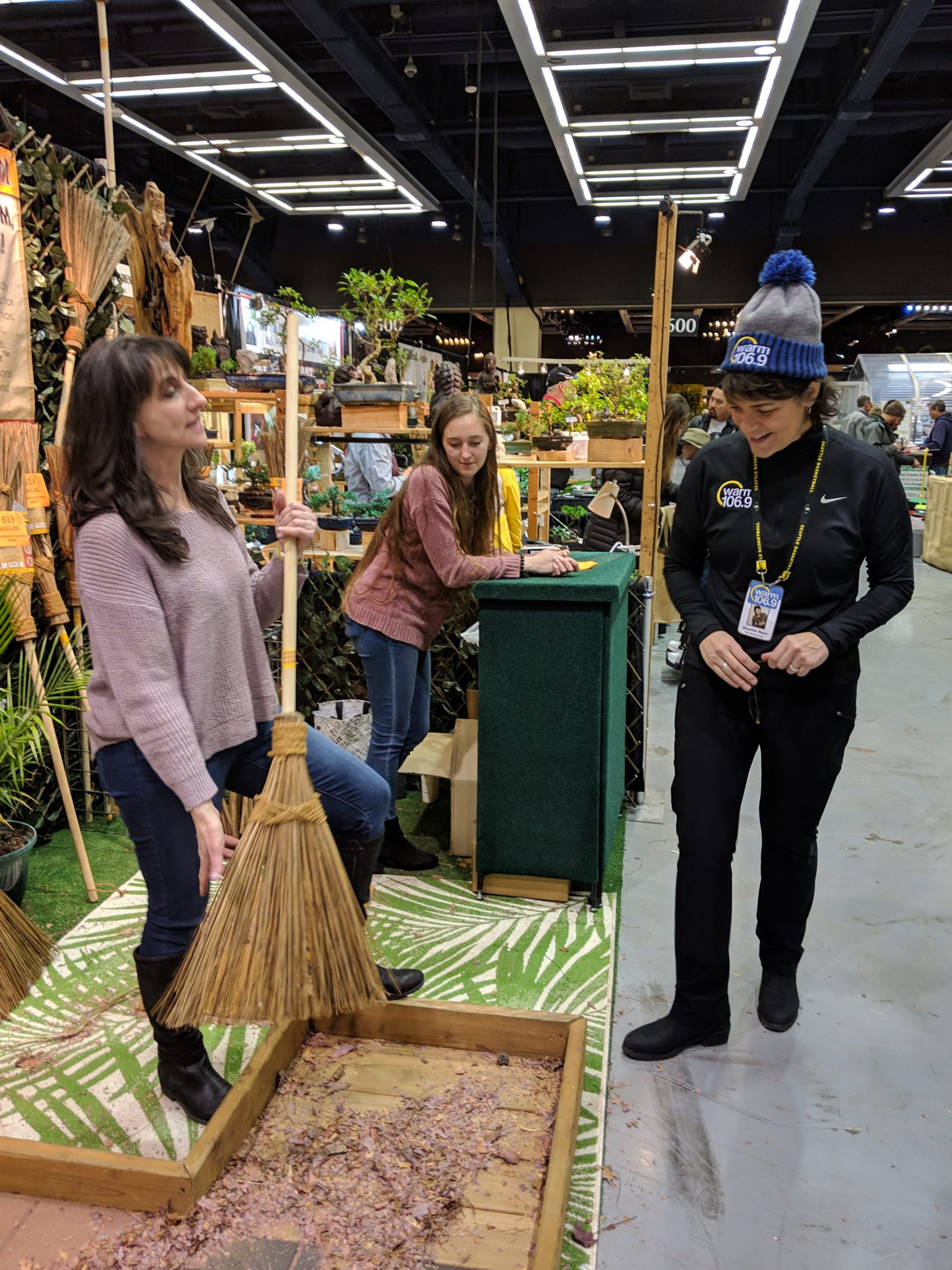 Shellie Hart at the #NWFGS Northwest Flower and Garden Show — at Washington State Convention Center. ©WARM 106.9 staff (13)