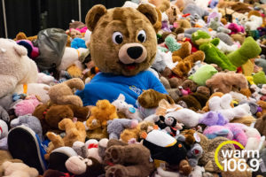 Teddy-Bear-Toss-at-accesso-ShoWare-Center-26-300x200