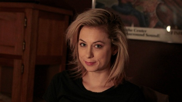 Iliza Shlesinger takes over commercial kitchen to cook 100 meals for healthcare workers