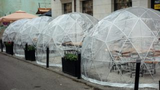 """Restaurant Deploy """"space Bubble"""" For Outdoor Dining During Covid"""